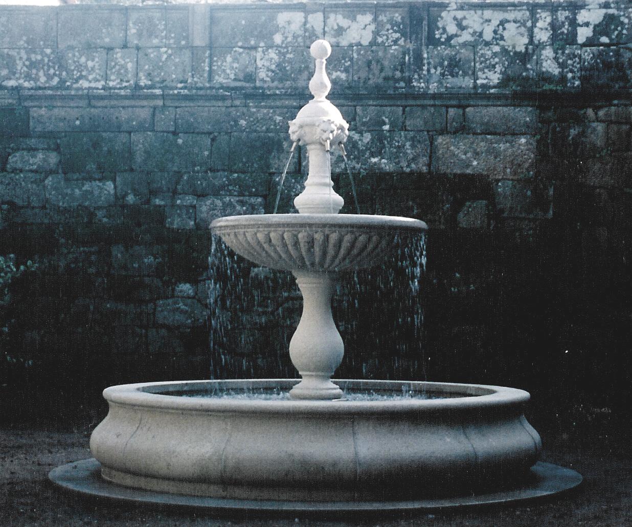 Pozos de piedra para jard n y fuentes antonio rosales - Fuente para casa ...