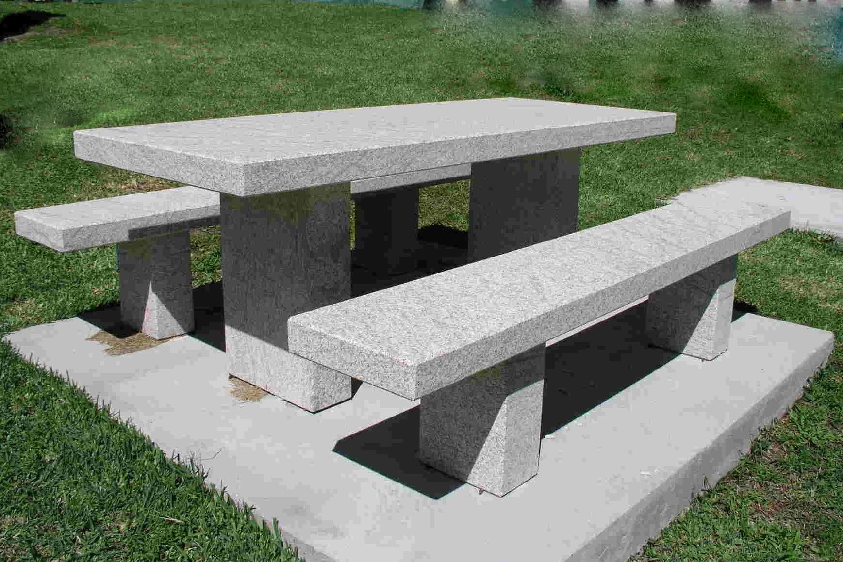 Mesas de piedra para jardin cheap ideas del uso de - Bancos de piedra para jardin ...