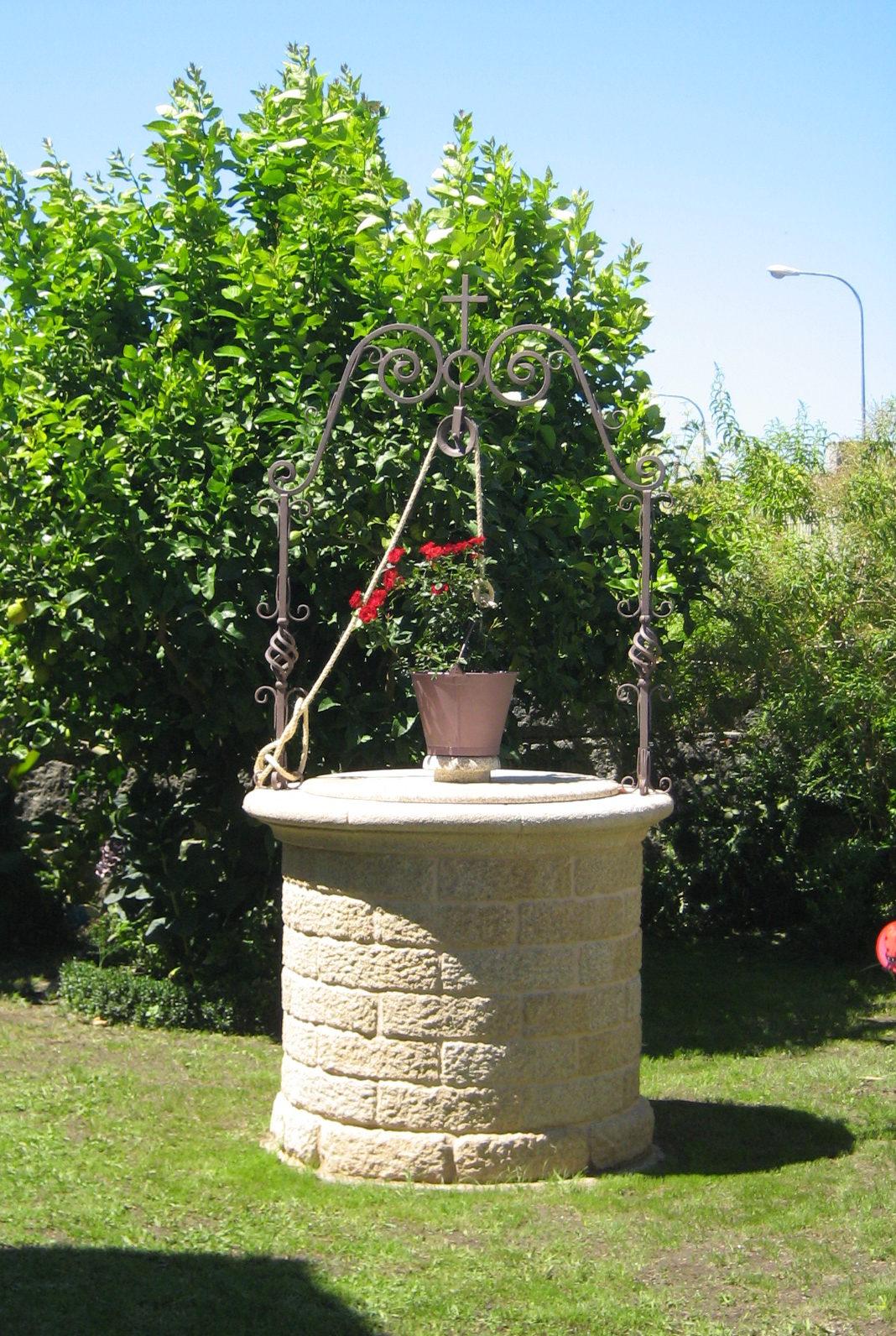 Pozos de piedra para jard n y fuentes antonio rosales - Jardin fuente de piedra ...
